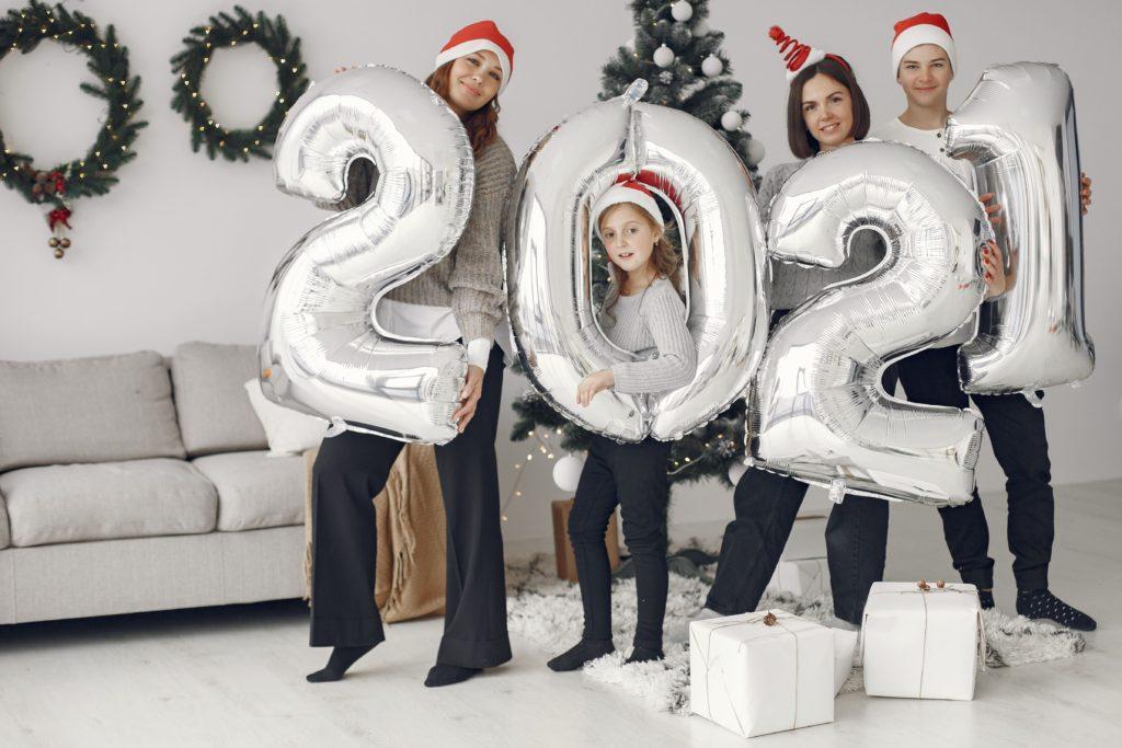 Familia celebrando el 2021