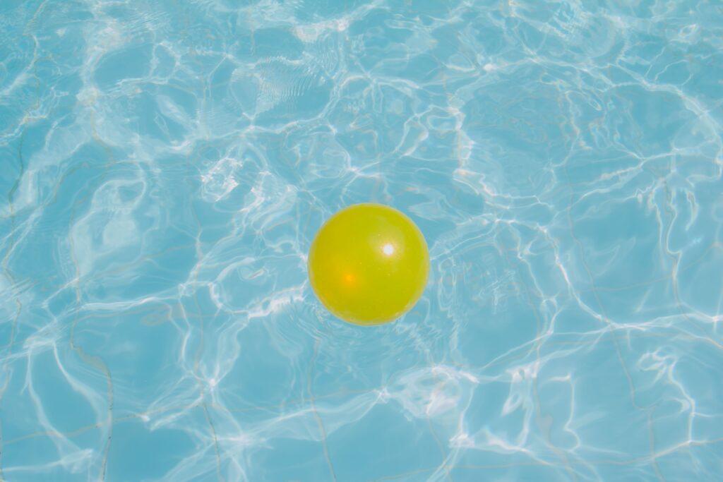 pelota-juego-agua-jacuzzi